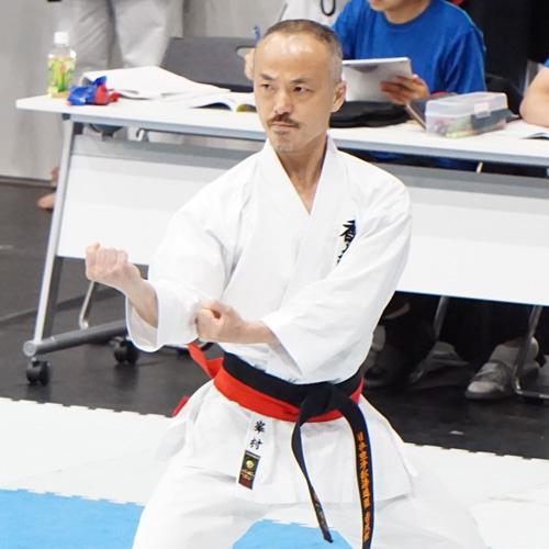 香武館指導員の峯村先生