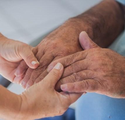 (三重県)家族から被害、高止まり 県内16年度、高齢者虐待226件