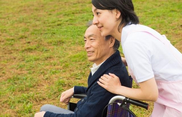 認知症リスク高める「難聴」 中等度なら早めに補聴器を