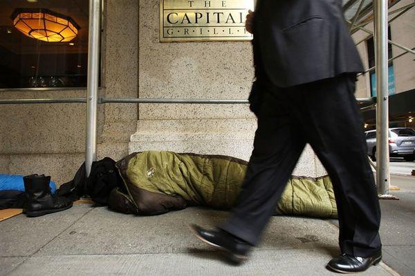 Financial Times: Η πανδημία διευρύνει το χάσμα μεταξύ πλουσίων και φτωχών
