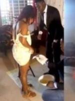 La vidéo d'un pasteur rasant les poils pubiens des femmes dans un film suscite l'indignation