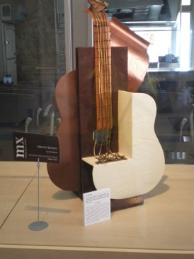 This guitar is made head to toe of chocolate! You can eat it...eeeeh...I mean find it on exhibition at Museu de la Xocolata.