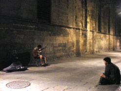 This guy sat enchanted by the guitar's sweet melodies. The image itself has a restrained powerful tone that amazes me every time I look at it. Maybe the Cathedral of Barcelona, which was very nearby, played its part in this case.