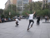 Despite having a mediocre camera, I managed to take this action picture at Plaça de la Universitat Barcelona, and I'm really proud of it. Highlight: the movement of his left hand fingers and feet.