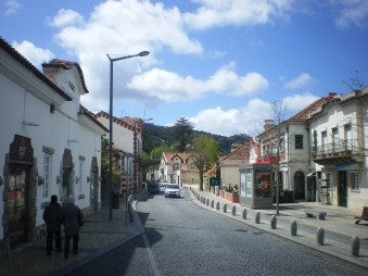 Hey Sintra town, we have arrived! (Pizza Hut on the left??? WTF, even here?)