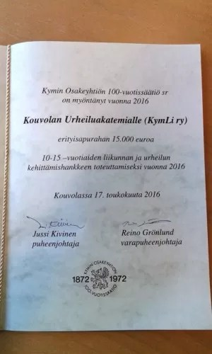 KYMIN OSAKEYHTIÖN 100-VUOTISSÄÄTIÖ MYÖNSI URHEILUAKATEMIALLE 15 000 EURON ERITYISAPURAHAN