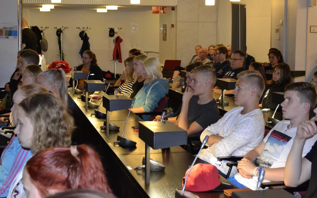 KOUVOLAN URHEILUAKATEMIAAN LUKUVUODELLE 2018-2019 YHTEENSÄ 82 HAKEMUSTA, 20:STÄ ERI LAJISTA
