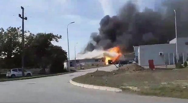Blokiran saobraćaj na jabučkom putu – požar na pumpi Ledi
