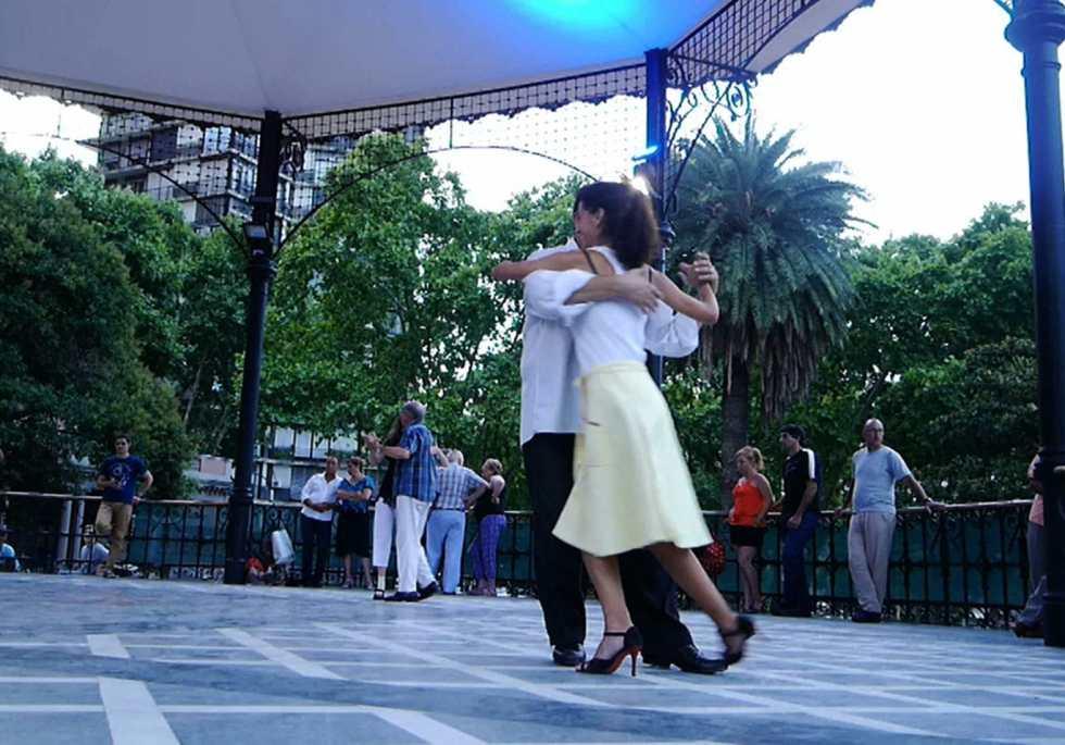 Tango au kiosque de Belgrano, à Buenos Aires