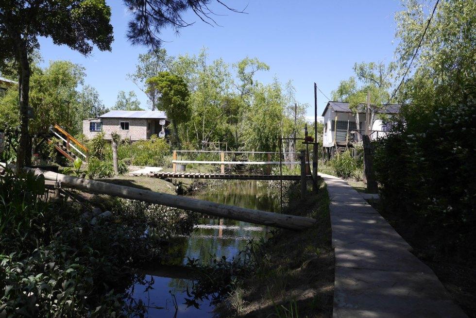 Des maisons au bord de l'eau, dans le delta du Tigre, en Argentine