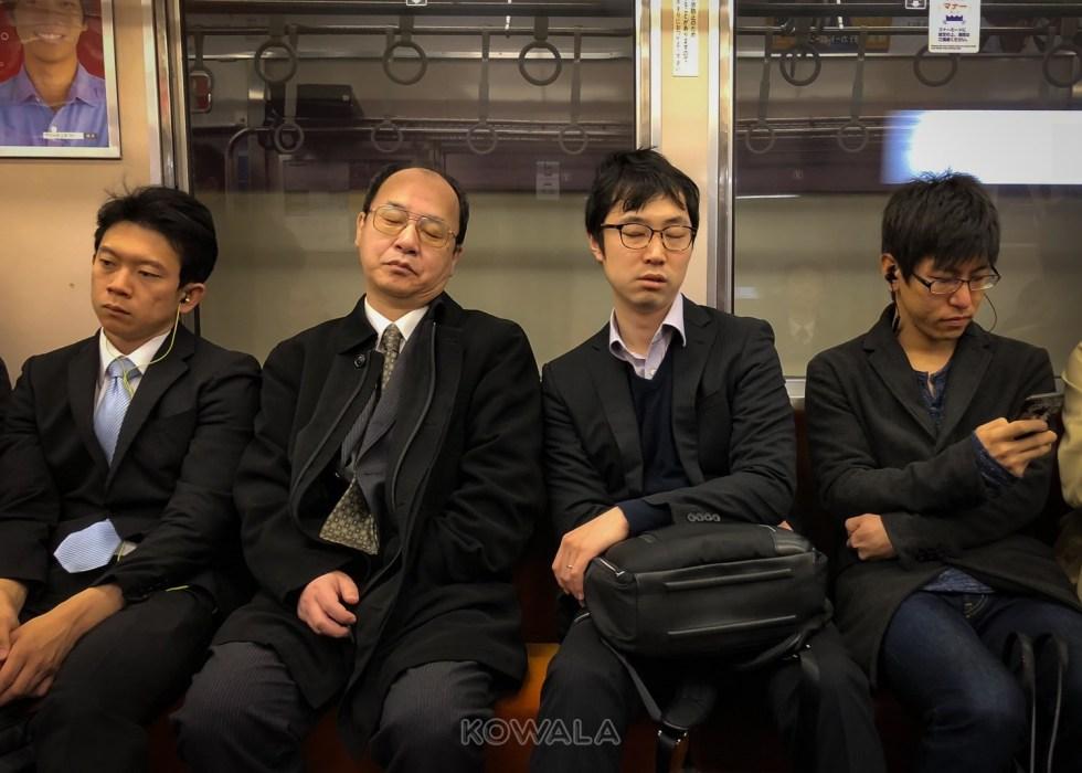 japonais dort partout metro