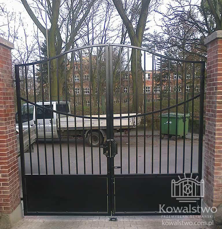 Instytut Pamięci Narodowej w Szczecinie - Brama uchylna