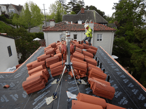 roofing-installer-safety-bay-area