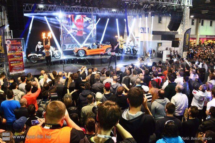 Idén immáron 10. alkalommal nyitotta meg kapuit a nagyközönség előtt Magyarország legjelentősebb autós-motoros kiállítása és vására a Hungexpón. A nemzetközi Autó, Motor és Tuning Show (AMTS) mára nem csak hazánk, de a közép-európai régió meghatározó eseményévé nőtte ki magát. Köz-Hír fotó: Bokor István