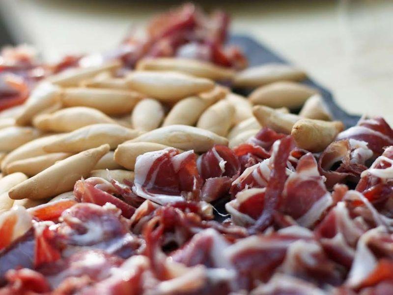 Palitos de pan con jamón ibérico