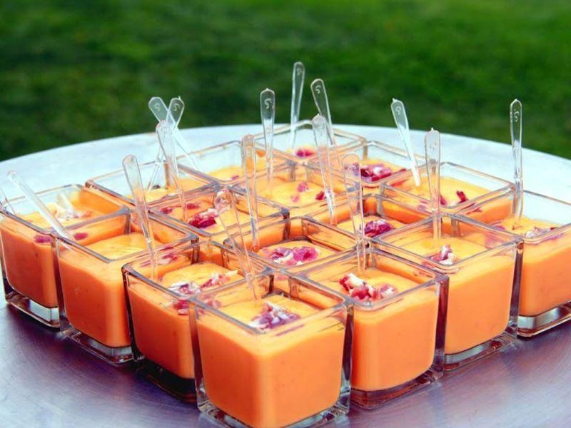 coctel de salmorejo con jamon para eventos