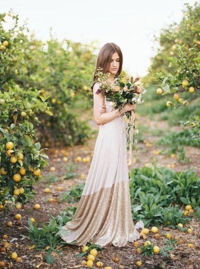Vestido de novia vintage en tono champan de Bella Luna, 206 euros.