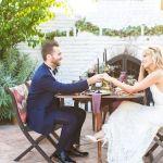novios en la mesa de boda, catering madrid