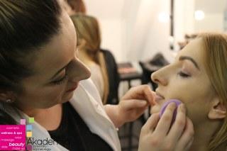 Sa drugog predavanja na kursu za profesionalne šminkere