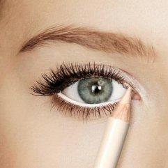 Sve prednosti bele olovke tokom šminkanja