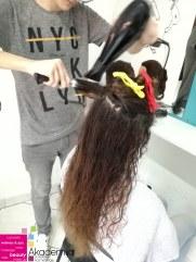 FENIRANJE KOVRDŽAVE KOSE – princip rada na nastavi na kursu za frizere