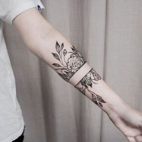 c5d8c5194695ac74c24bf9184333b9e9--rose-band-tattoo-rose-bracelet-tattoo