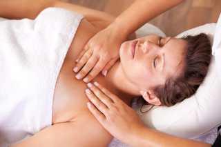 PODMLAĐIVANJE DEKOLTEA I VRATA MASAŽOM – prirodan način zatezanja kože