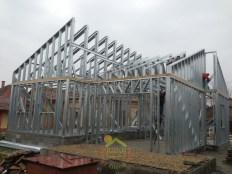 Az acélszerkezetes falak és a tető elkészült