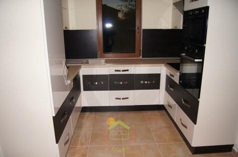 Mediterrán családiházunk modern konyhával