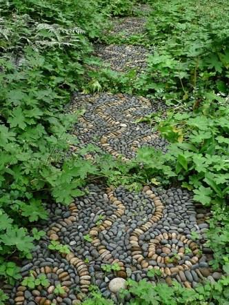 amazing-pebble-garden-paths-16
