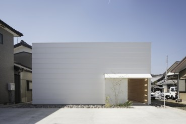 Light-Walls-House