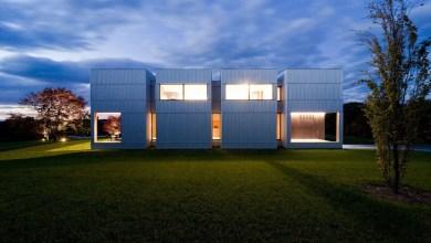 Photo of Szimmetrikus hétvégi ház négy részre osztva