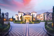 Luxury-Palm-Royale-property-for-sale