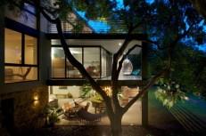 indoor-outdoor-zones-accentuated-vertical-gardens-14-side-thumb-630xauto-44200