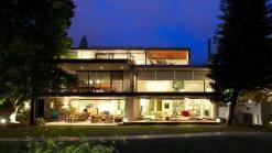 indoor-outdoor-zones-accentuated-vertical-gardens-21-back-thumb-630xauto-44214