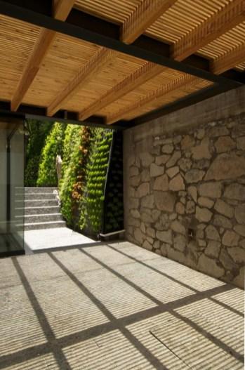 indoor-outdoor-zones-accentuated-vertical-gardens-5-garage-thumb-autox949-44182