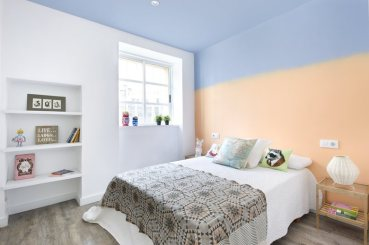 small-apartment-in-Spain-bedroom-ombre-wall