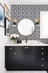 Bathroom-black-and-white-wallpaper