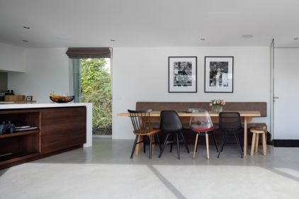 Floating-Amsterdam-home-kitchen-and-dining-area