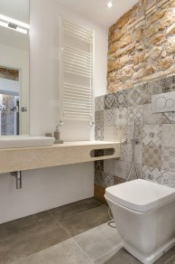 Via-Sistina-Apartment-bathroom-mosaic-on-wall