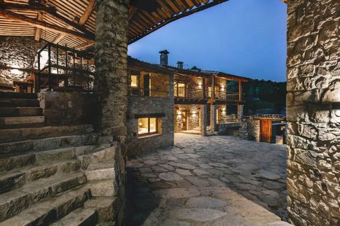 Rustic-house-gets-rehabilitated-in-Spain-open-corridor