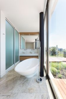 Enseada-House-in-Brazil-bathroom