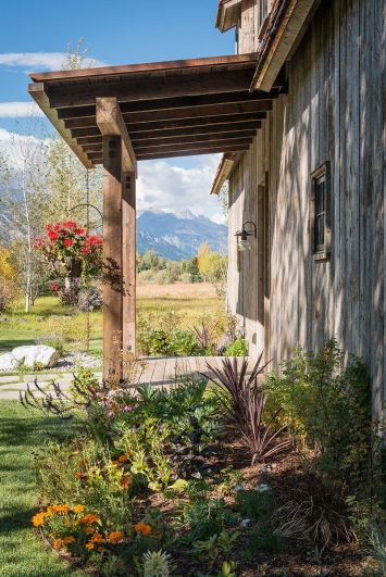 Mountains-view-from-the-porch-of-the-barn
