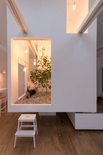 Ruetemple-modular-house-zen-area-inside-the-sube