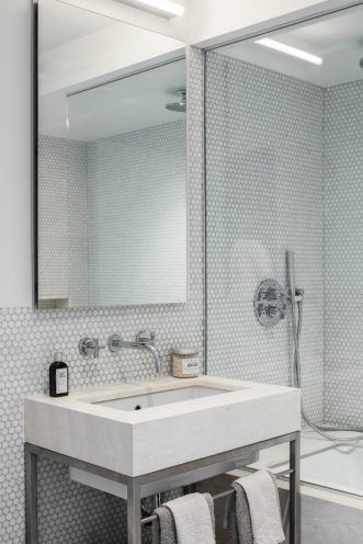 The-white-bath-boasts-Scandinavian-minimalism-900x1350