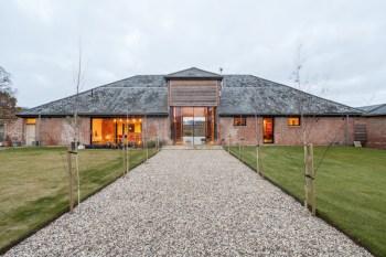 barn-renovation-by-David-Nossiiter-Architects-entrance
