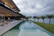 AB-House-deck-and-swimming-pool
