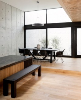 Concrete-Box-House-and-the-view-from-the-dining-area