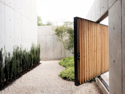 Concrete-Box-House-with-tall-courtyard-walls