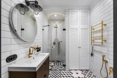 Old-Town-apartment-bathroom-decor